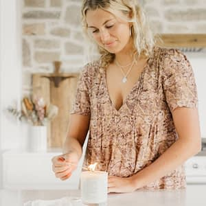Byron_Bay_Candles_candle_lighting_M